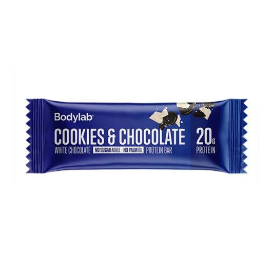 Proteinska čokoladica Bodylab u plavoj ambalaži okusa bijele čokolade i keksa od 60 grama