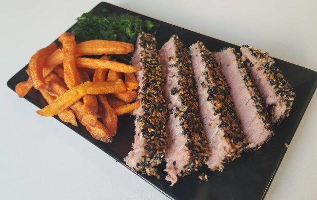 Riblji specijalitet iz Proteone kuhinje: Tuna steak uz zdravi prilog