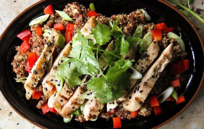 Lagani ljetni recept za ručak Grill piletina s kvinoja salatom!