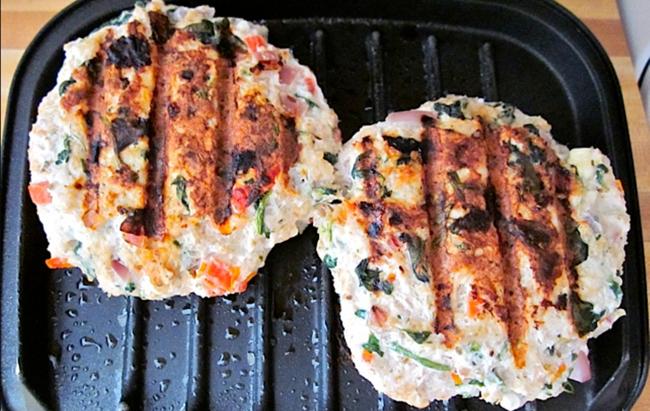 Grčki pureći burgeri za ručak, može li bolje? Recept na linku!