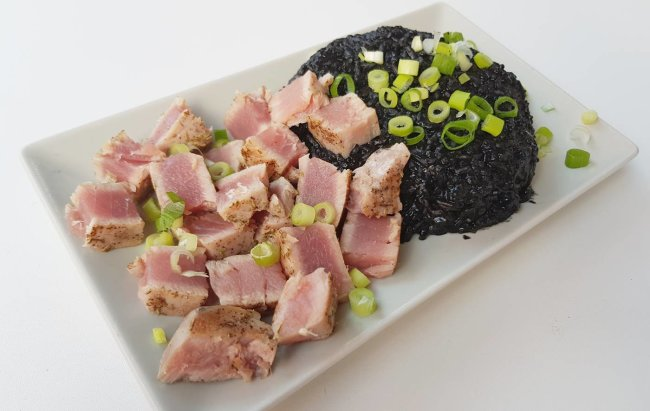 Jednostavni FIT obrok petkom: Crni rižoto s tunom
