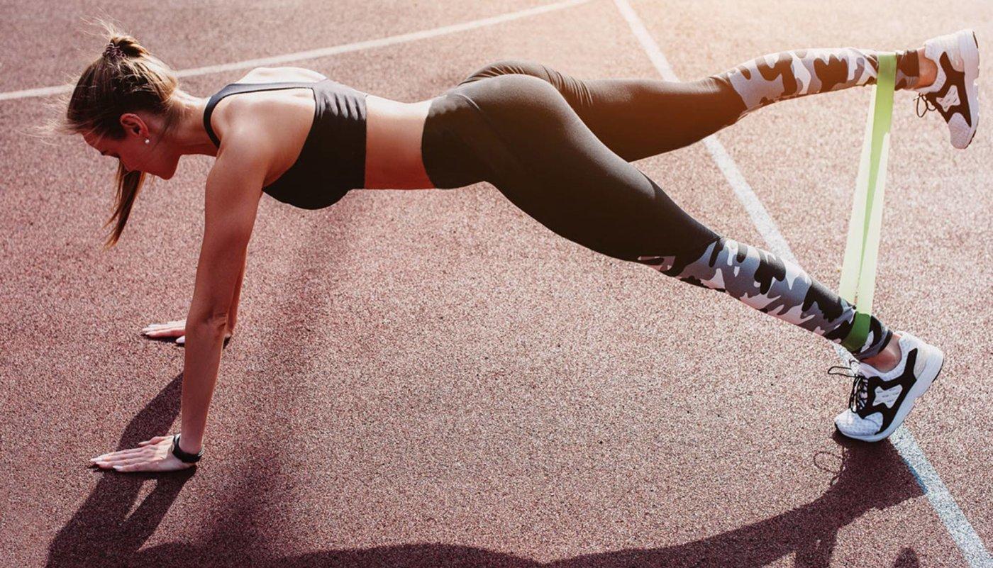 8 najboljih vježbi s mini band gumama kao trening za noge!