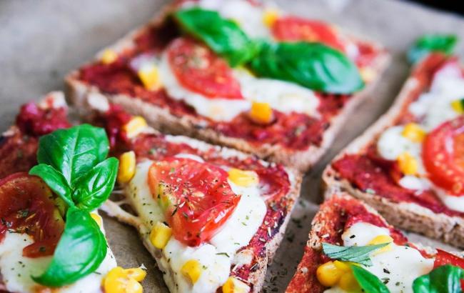 Tost pizza pečena u pećnici.