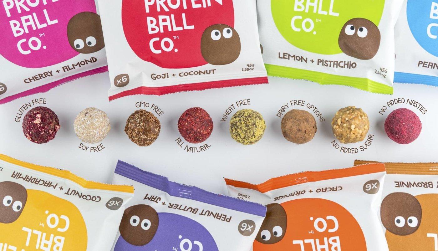 Proteinske kuglice Protein Ball Co u svih 8 okusa s 8 vrećića pakiranja od 45g.