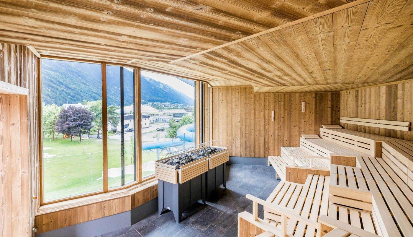 Finska sauna s pogledom na prirodu.