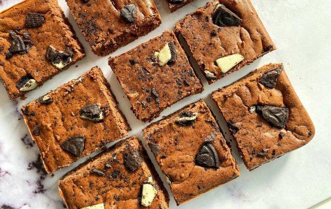 Fit Oreo brownie - kolač koji ćete obožavati! Recept dostupan klikom na link.