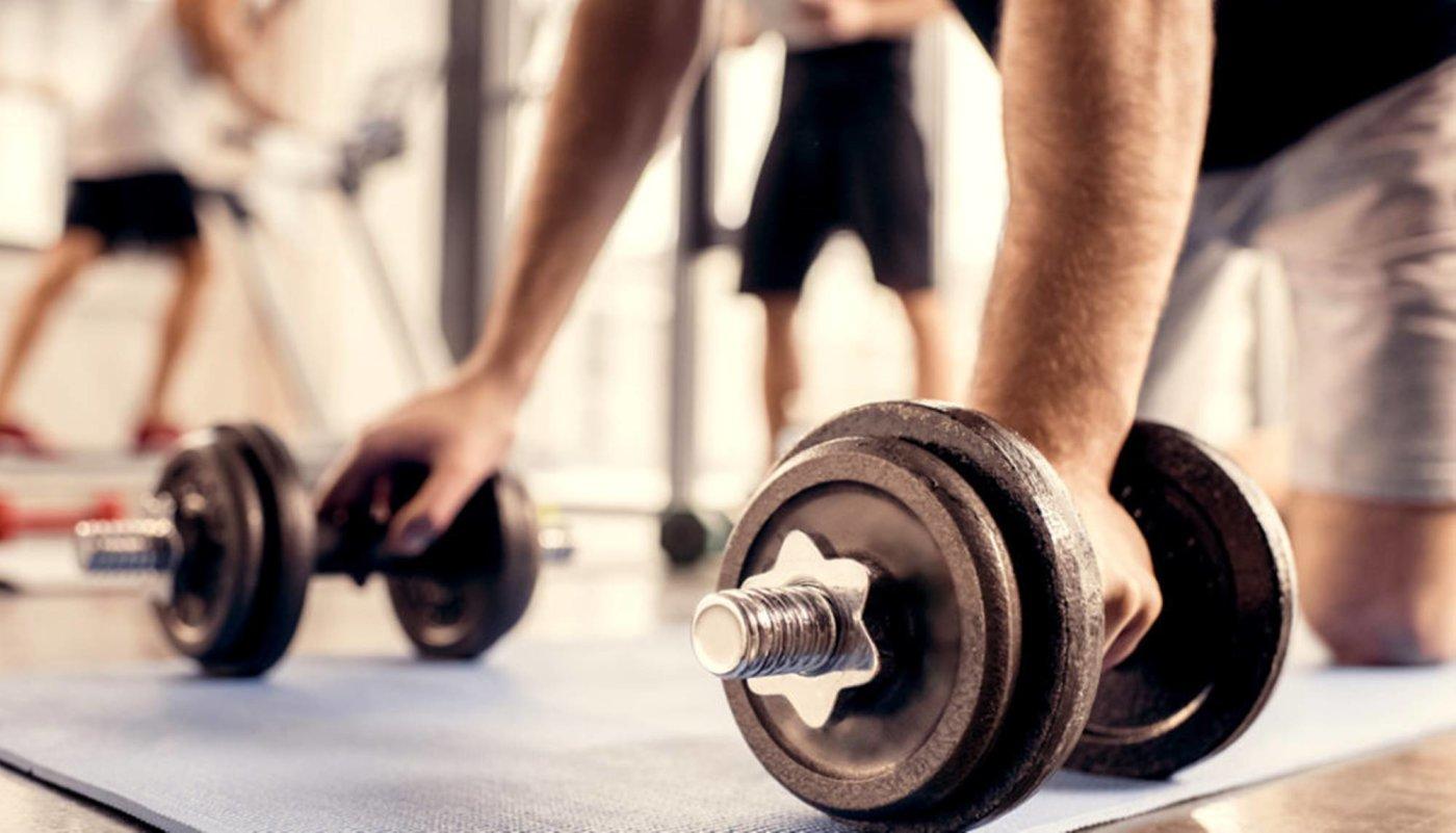 Ove 3 vježbe s bučicama dovoljne su za trening cijelog tijela!