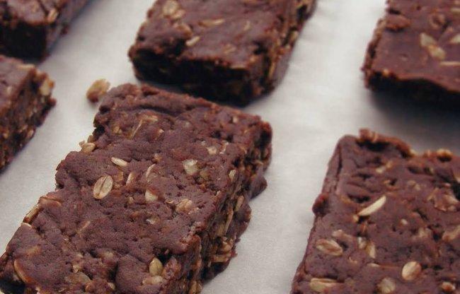 Čokoladne proteinske pločice toliko jednostave da se ni ne peku!