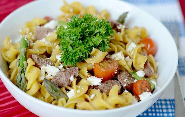 Ručak kojem ne fali proteina Salata od bifteka i tjestenine