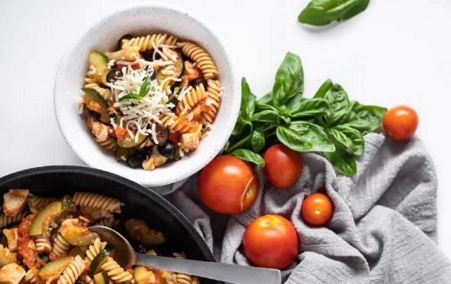 Ideja za #fit ručak: Tjestenina s tikvicama, rajčicama i piletinom