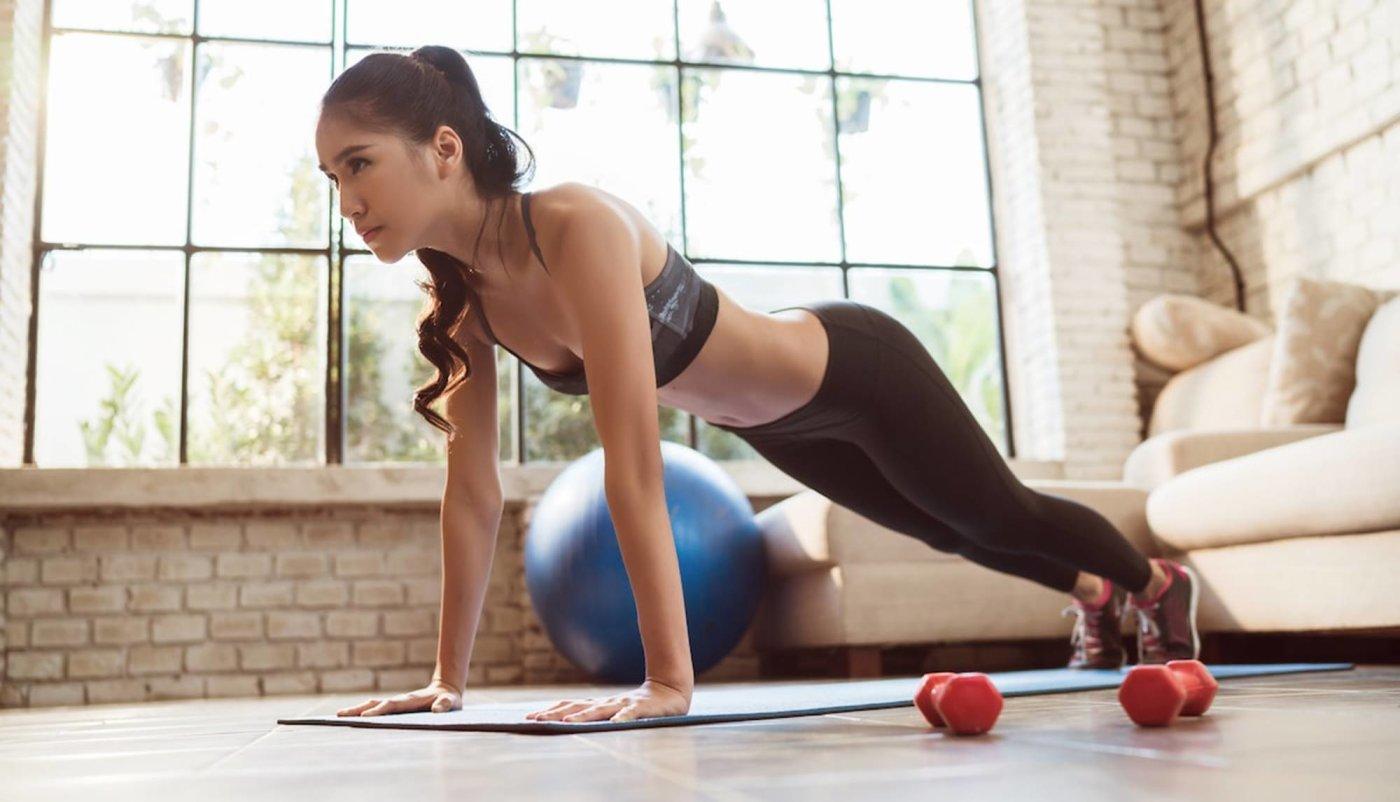 Trening kod kuće Imamo jedan za ruke i ramena s bučicama koji ćete rado odraditi!