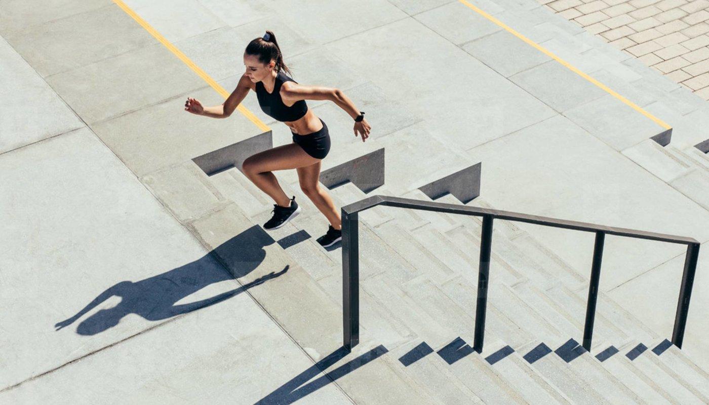 Zapalite kalorije s ovim 20-minutnim kardio treningom na stepenicama!
