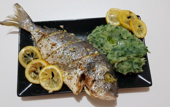 Fit ručak bogat zdravim mastima: Orada s krumpirom i špinatom