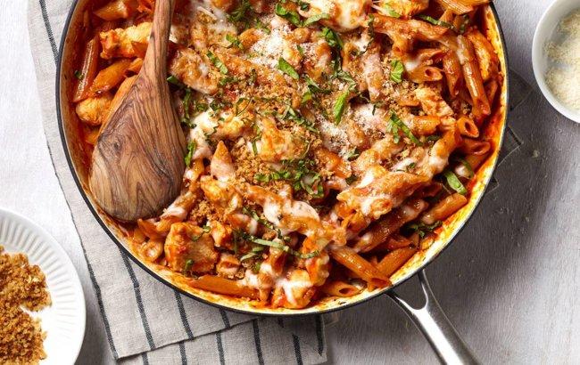 Piletina i parmezan s visokoproteinskom tjesteninom za večeru!