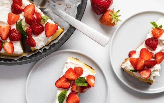 Ovaj FIT svježi kolač od manga i jagoda je sve što ti treba!