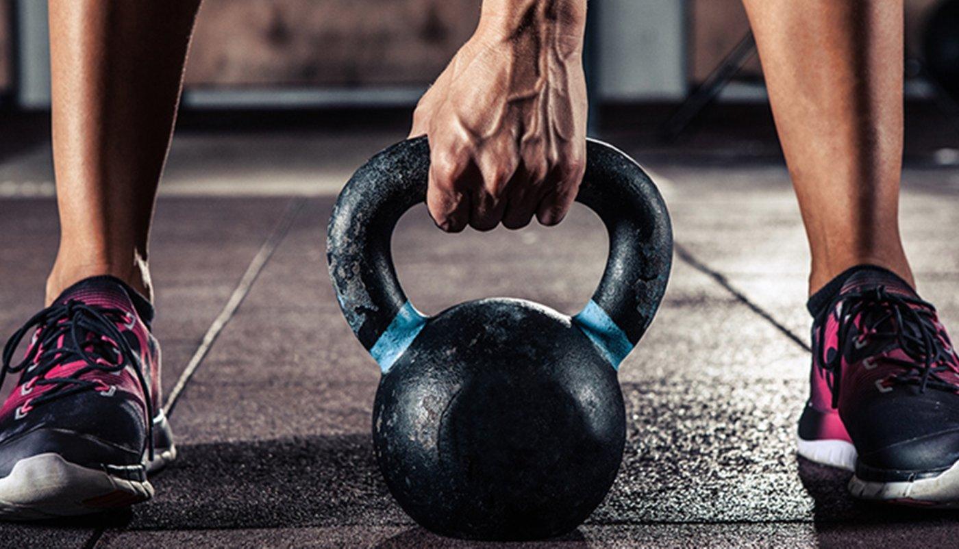 Trening za cijelo tijelo u 30 minuta 6 vježbi s girjom