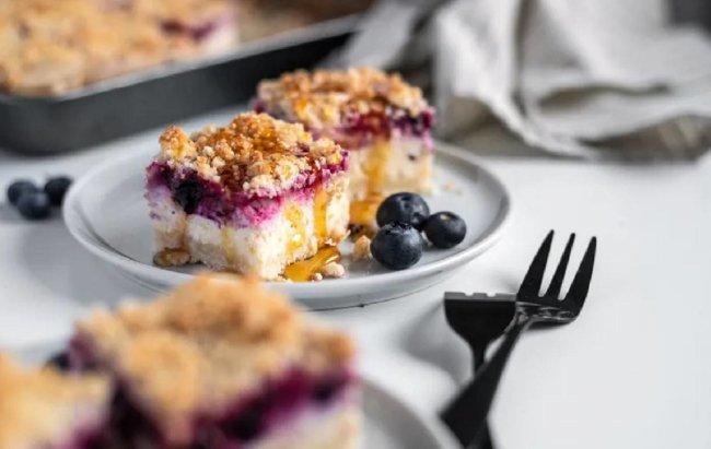 Jednostavan proteinski kolač sa svježim sirom i voćem!